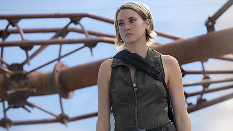 Tris (Shailene Woodley) pakenee Outolintu-sarjan kolmannessa osassa Chicagosta, mutta ei ole tyytyväinen saamiinsa vastauksiin.