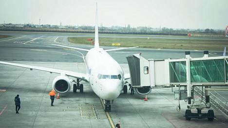"""""""Hätäoven kahvassa on osa, jonka lentoemännät ottavat pois ja laittavat takaisin"""" - selvitimme, mistä on kysymys"""