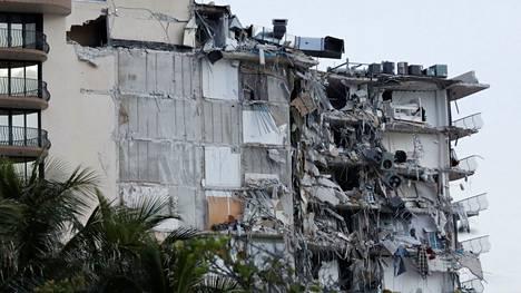Miamissa on käynnissä suuri pelastusoperaatio kerrostalon romahdettua osittain.