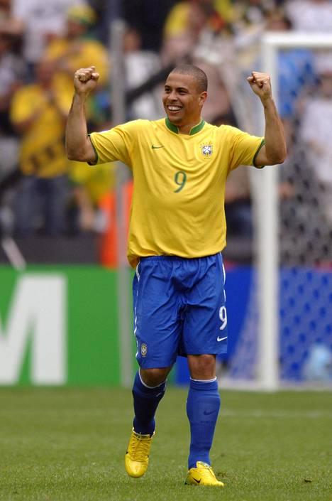 Brasilialainen Ronaldo on yksi suurista jalkapallolegendoista. Kuva MM-kisoista vuodelta 2006.
