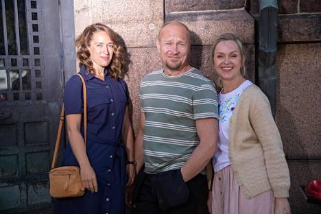 Elokuvassa rooleissa ovat muun muassa Elsa Saisio, Turkka Mastomäki ja Anu Sinisalo.