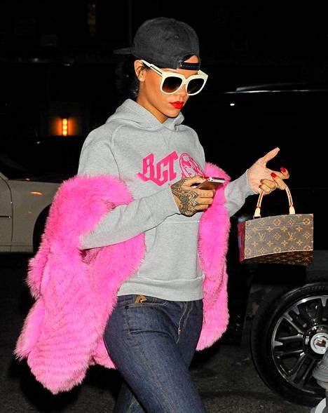 Rihanna matkalla suosikkiravintolaansa Da Silvanoon Sohossa