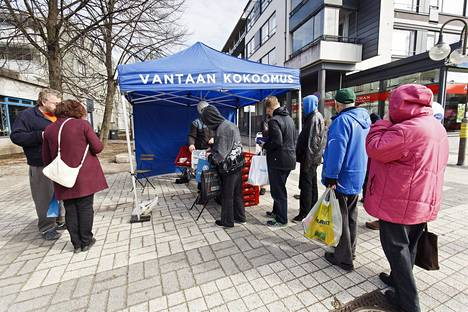 Tätä ei näissä kunnallisvaaleissa nähdä. Vaikka jo ennen koronaa turvavälit olisivat olleet suomalaisittain kunnossa, yleisötapahtumia ei korona-aikana saa juuri järjestää.