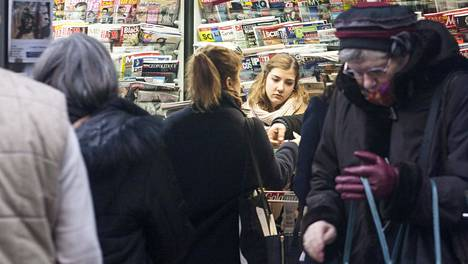 Pariisin terrori-iskua seuranneella viikolla Charlie Hebdoa myytiin runsaasti ranskalaisista lehtikioskeista.