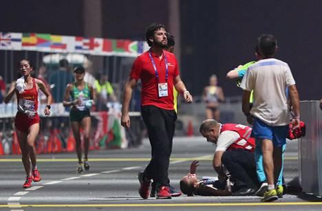 Italian Giovanna Epis sai lääkintähoitoa tuuperruttuaan kesken kilpailun.