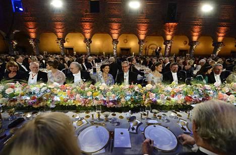 Nobel-illallinen on Ruotsissa äärimmäisen seurattu tapahtuma, johon kokoontuu maan kuninkaalliset ja kerma.