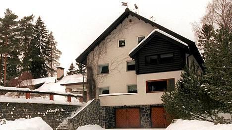 Villa Hellberg Porvoon Tolkkisissa, mustijoen varrella.
