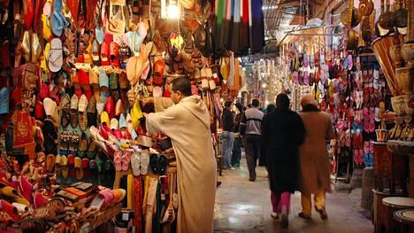 Marrakechin souk eli basaarialue on Marokon suurin ja vilkkain. Ostettavaa on niin turisteille kuin paikallisille, ja varsinkin iltaisin on vilinää.