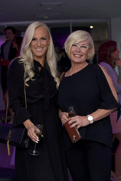 Nanna Karalahti yhdessä äitinsä Kati Koiviston, 63, kanssa BeAlive Health Clubin avajaisissa viime syyskuussa.