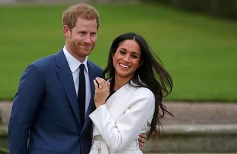 Onnelliset Harry ja Meghan kihlajaiskuvassaan marraskuussa 2017.