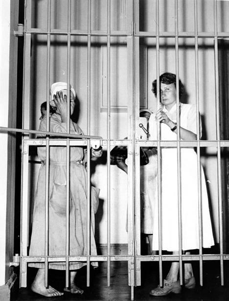 Osa potilaista sai liikkua saarella vapaasti, mutta toiset elivät lukkojen takana koko elämänsä. Kuva 1900-luvun puolivälistä.