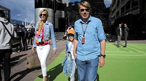 Mika, Marketa ja Aina-tytär Monacon F1-varikolla.