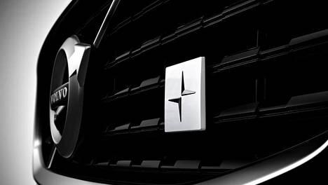 Polestar-merkintä hehkuu Volvon keulassa.