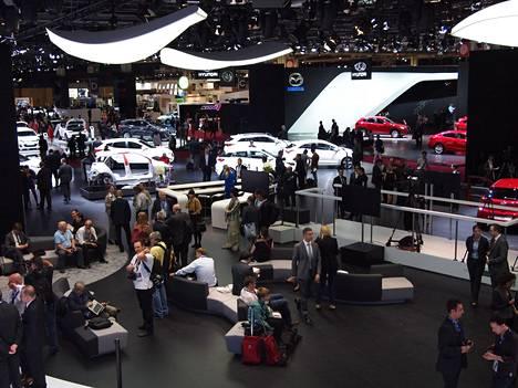 Tältä näytti Pariisin kansainvälisessä autonäyttelyssä lokakuussa 2014. Seuraavan vuoden Euroopan syysnäyttely järjestettiin Pariisin kanssa vuorottelevassa Frankfurtissa. Nyt eli vuonna 2016 on jälleen ranskalaisten vuoro.