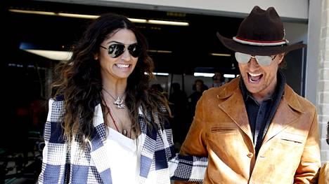 Matthew McConaughey ja Camila Alves kuvattuna Austinin F1-osakilpailussa 2019.