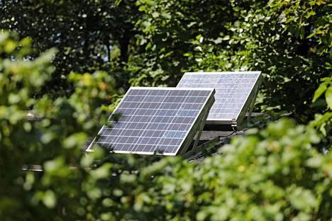 Useimmiten aurinkopaneelit asennetaan talon katolle.