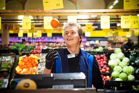 Samuel Nylund haluaa palvella  jokaisen asiakkaan niin kuin tekisi  työtään provisiopalkalla.