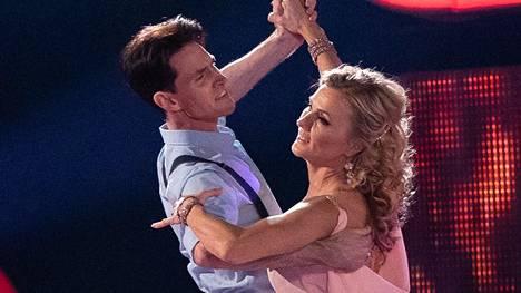 Virpi ja Sami saivat herkästä tanssistaan täydet 30 pistettä.