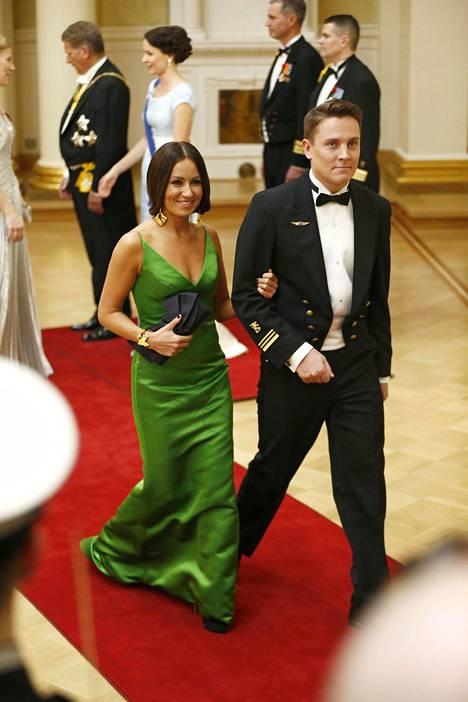 Pelkosen vuoden 2014 hehkuvan vihreä puku oli aikaisemmin nähty Pelkosella Suomen euroviisuissa, jotka hän juonsi Mikko Leppilammen kanssa.