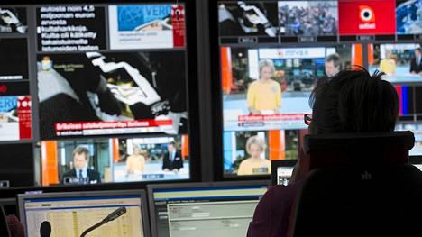 Suurin osa MTV3:n uutisten ja ajankohtaisohjelmien toimittajista marssi maanantaina ulos vastalauseena yt-ilmoitukselle.