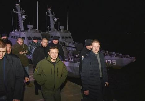 Presidentti Volodymyr Zelenskyi lupasi tutkinnan laivojen kohtalosta.