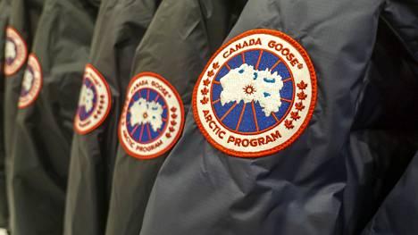 Kuvassa aitoja Canada Goose -takkeja.