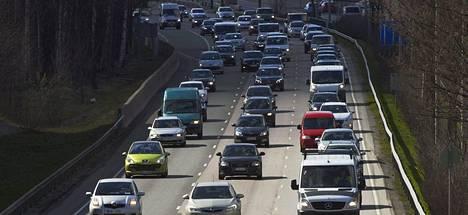 Autoliitto näkee tiemaksuissa uuden veron.