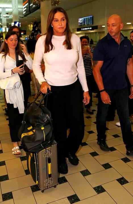 Caitlyn Jenner matkusti Australiaan tosi-tv-ohjelman kuvauksia varten sunnuntaina.