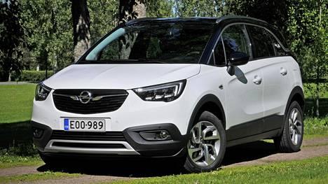 Crossland X on Opelin ensimmäinen eri autoluokkia yhdistelevä kompakti crossover-malli, joka on suunniteltu yhteistyönä Citroën C3 Aircrossin sekä Peugeot 2008:n kanssa, samaa perusrakennetta hyödyntäen. Etu- ja takahelmoja sekä lokasuojien kaaria on rempseästi toppailtu CUV-tyyliin muovipaneelein.
