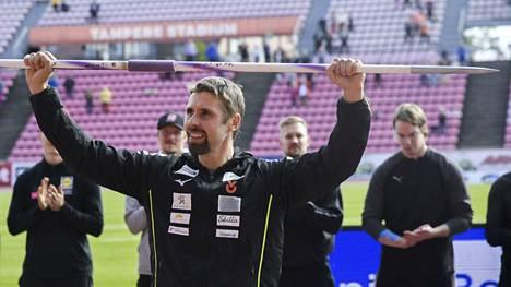 Antti Ruuskanen lopetti uransa lauantaina Tampereen Kalevan kisoissa hienossa jäähyväisseremoniassa.