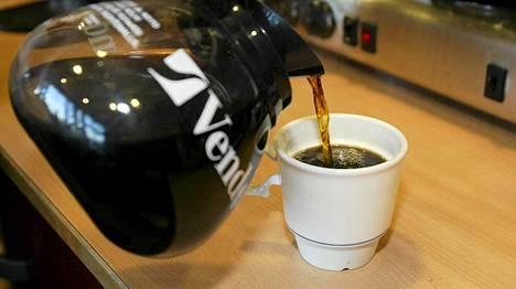 Kahvi maistui niin omituiselta, että kaksi opettajaa joutui käymään ensiavussa.