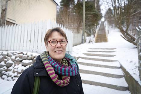 80-luvulla Hassi kertoi kokemastaan nimimerkillä Tampereella toimitetussa Naisasialiitto Unionin lehdessä.