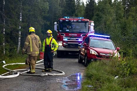 Vaarana oli palon leviäminen onnettomuusrakennuksesta viereiseen metsään.