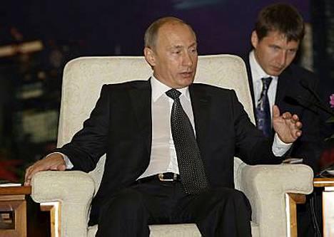 Putin syyttää Georgiaa hyökkäystoimista Etelä-Ossetiassa, missä taistelut kiihtyivät viime yönä.