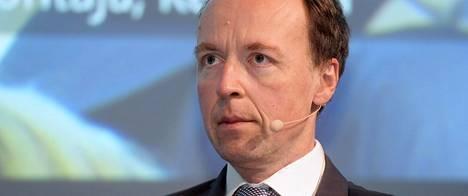 Perussuomalaisten puheenjohtaja Jussi Halla-aho näkee maahanmuuton vähentämisen ainoana keinona ulkomaalaisten seksuaalirikollisuuden lisääntymisen välttämisessä.