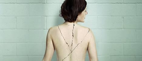 Robin Griffin (Elisabeth Moss) joutuu kohtaamaan traumansa.