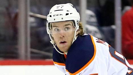 Connor McDavid nousi NHL:n pistepörssin kärkeen