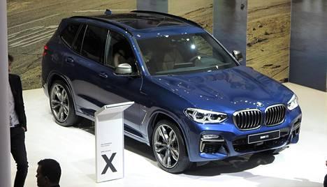 BMW X3 on entistä aerodynaamisempi ja kevyempi, millä kulutusta on saatu pudotettua. Nyt mallisarjasta löytyy ensimmäistä kertaa myös urheilullinen M-versio. Kesästä alkaen ennakkomyynnissä ollut X3 rantautuu meille ennen vuoden vaihdetta (hinnat alkaen vähän alle 60 000 euroa).