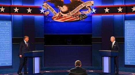 Ensimmäisessä tv-väittelyssä 29. syyskuuta lavalla ei ollut pleksejä, eikä yleisöllä maskipakkoa.