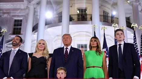 Amerikkalaislehtien tietojen mukaan koko Trumpin perhe muuttaa Floridaan Joe Bidenin virkaanastujaisten jälkeen.