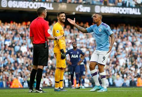 Uusi käsivirhesääntö saa paljon kritiikkiä. Gabriel Jesusin voittomaali hylättiin Tottenhamia vastaan.