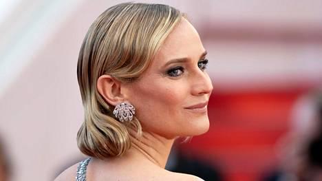Diane Krugerin huulet ovat kapeahkot, mutta se ei estä näyttelijätärtä sädehtimästä punaisella matolla.
