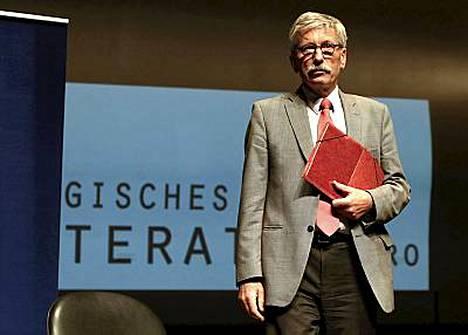 Kohupankkiiri Thilo Sarrazin esitteli kirjaansa torstaina Potsdamissa.