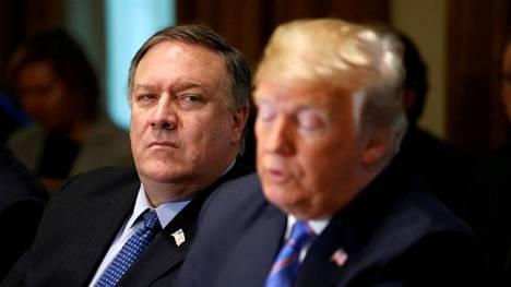 Yhdysvaltain ulkoministeri Mike Pompeo (vas.) ja presidentti Donald Trump.