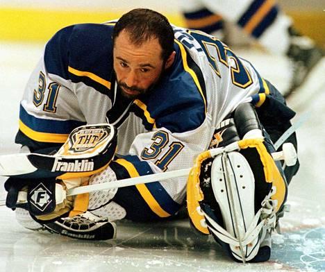 Grant Fuhr edusti NHL:ssä Edmontonin lisäksi Torontoa, Buffaloa, Los Angelesia, St. Lousia (kuvassa) ja Calgarya.