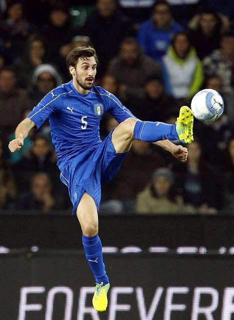 Italian Davide Astori ystävyysottelussa Espanjaa vastaan maaliskuussa 2016.