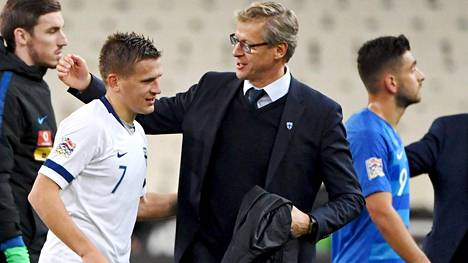Markku Kanervan pesti maajoukkueen päävalmentajana jatkuu Huuhkajien lohkovoiton myötä.