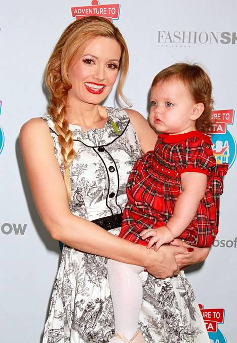 Nykyään Holly Madison keskittyy perhe-elämään. Hän on naimisissa ja pienen Rainbow-tyttären äiti.