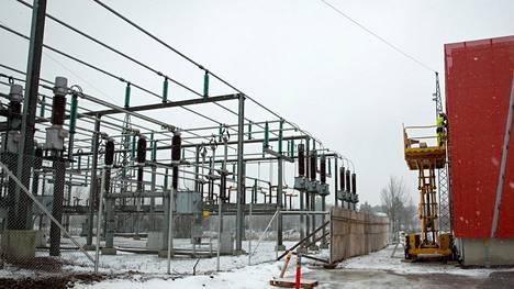 Sähkönsiirtoyhtiö Carunan mukaan laki vaatii sitä tekemään 60 vuoden investoinnit 15 vuodessa.