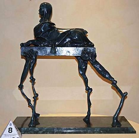 Espanjalaisviranomaiset takavarikoivat 81 Salvador Dalin tekemäksi väitettyä taideteosta.
